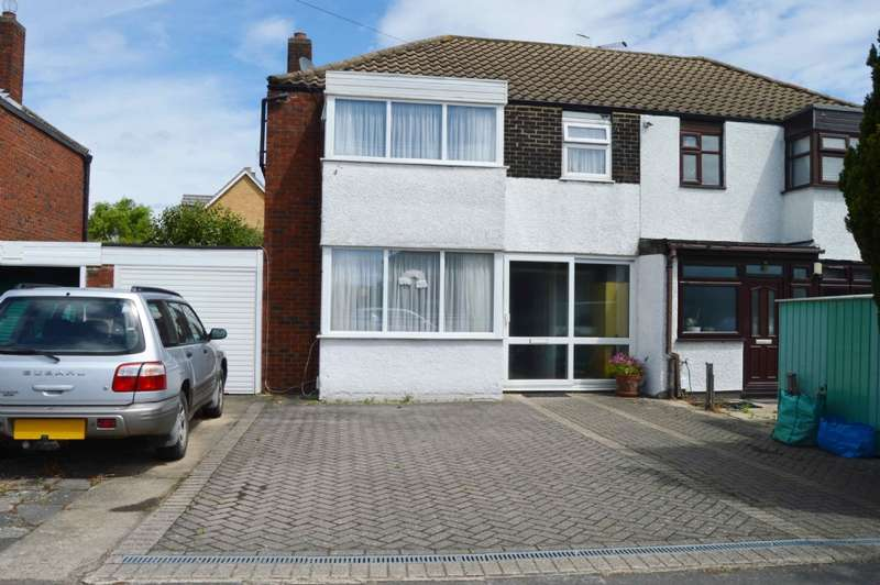 4 Bedrooms Semi Detached House for sale in Fullwell Avenue Barkingside Ilford