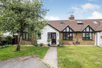 4 Bedrooms Bungalow for sale in Woodford Green