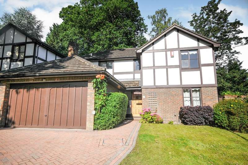 4 Bedrooms Detached House for sale in Holmbury Park, Bromley