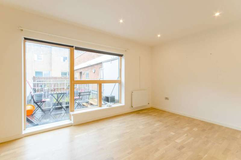 3 Bedrooms Flat for sale in High Road Leyton, Leyton, E10