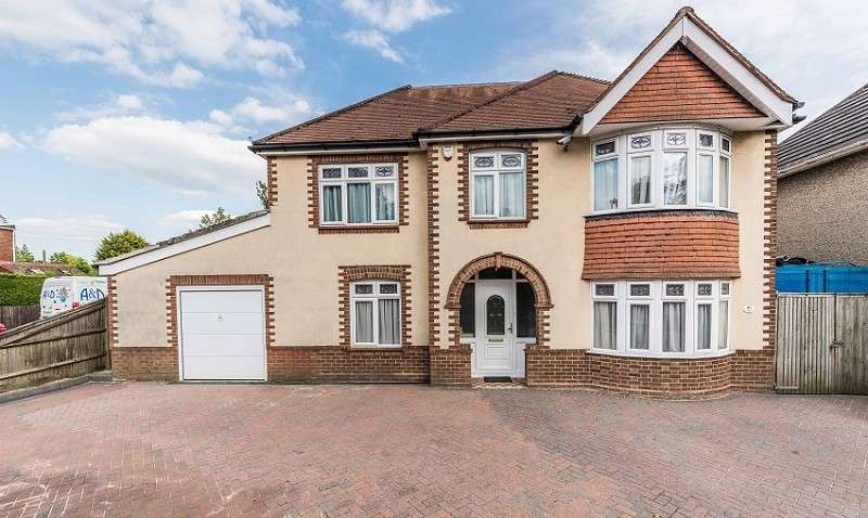 4 Bedrooms Detached House for sale in Middle Road, Southampton, Hampshire. SO19 8NX