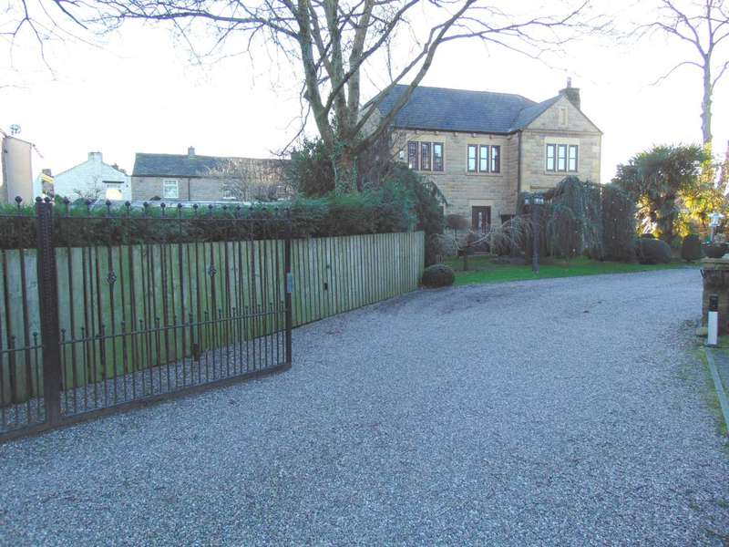 4 Bedrooms Detached House for rent in Harbour Lane, Milnrow