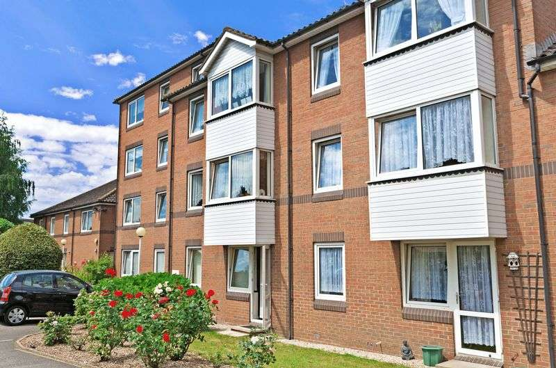 1 Bedroom Property for sale in Goldsmere Court, Hornchurch, RM11 3XY