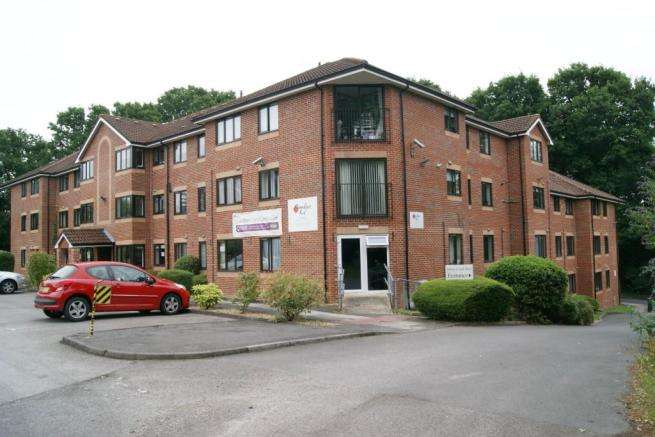 2 Bedrooms Flat for sale in Winchester Road, Chandlers Ford, Eastleigh, Hampshire