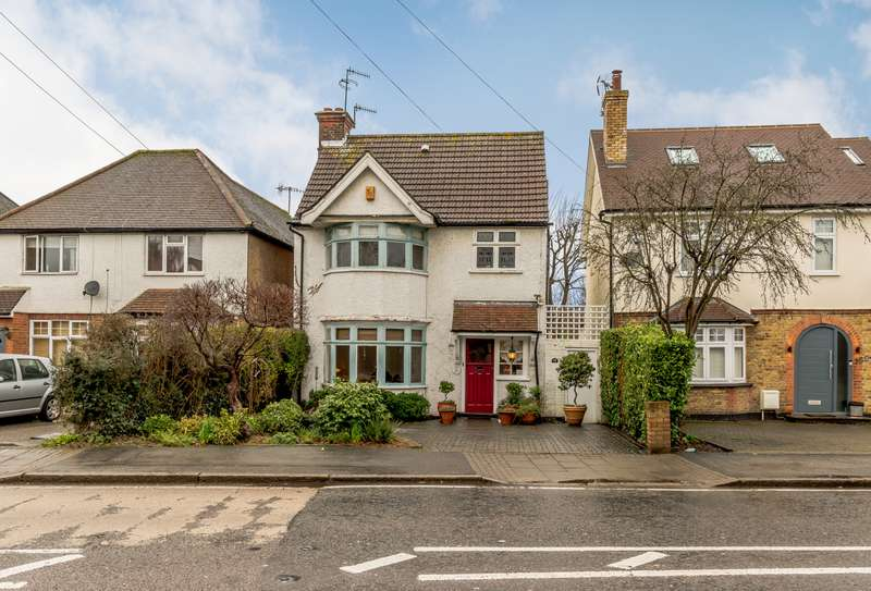 3 Bedrooms Detached House for sale in Pinner Road, Oxhey