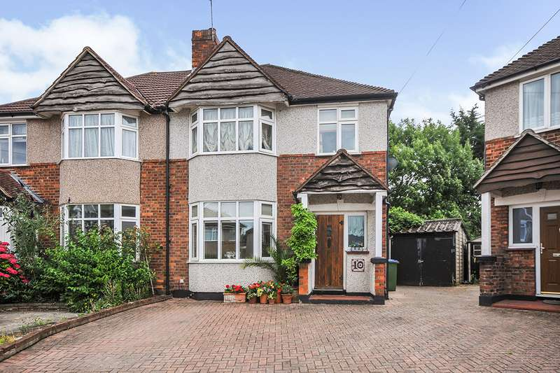 3 Bedrooms Semi Detached House for sale in Croyde Close, Sidcup, DA15