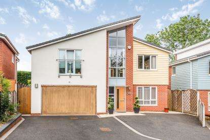 4 Bedrooms Detached House for sale in Heathfield Croft, Shoal Hill, Cannock, Staffordshire