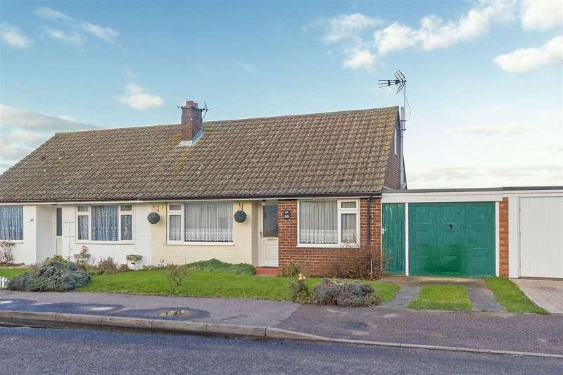 3 Bedrooms Chalet House for sale in Frognal Gardens, Teynham, Sittingbourne