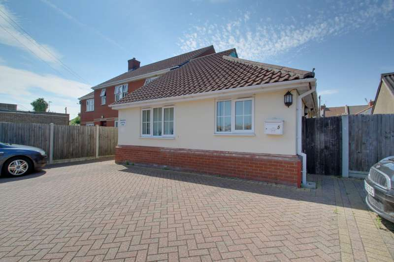 2 Bedrooms Semi Detached Bungalow for sale in Old Road, Clacton-On-Sea