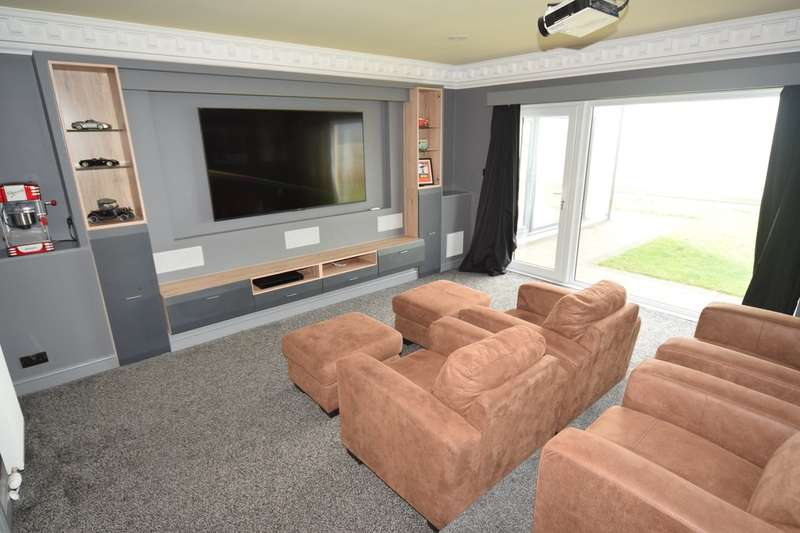 4 Bedrooms Detached House for sale in Avocet Crescent, Askam-in-Furness