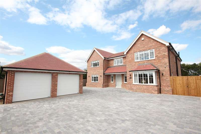 5 Bedrooms Detached House for sale in Treetops, Betts Green Road, Little Clacton