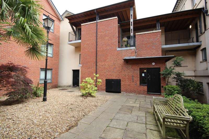 2 Bedrooms Apartment Flat for sale in Upper Park Road, Manchester