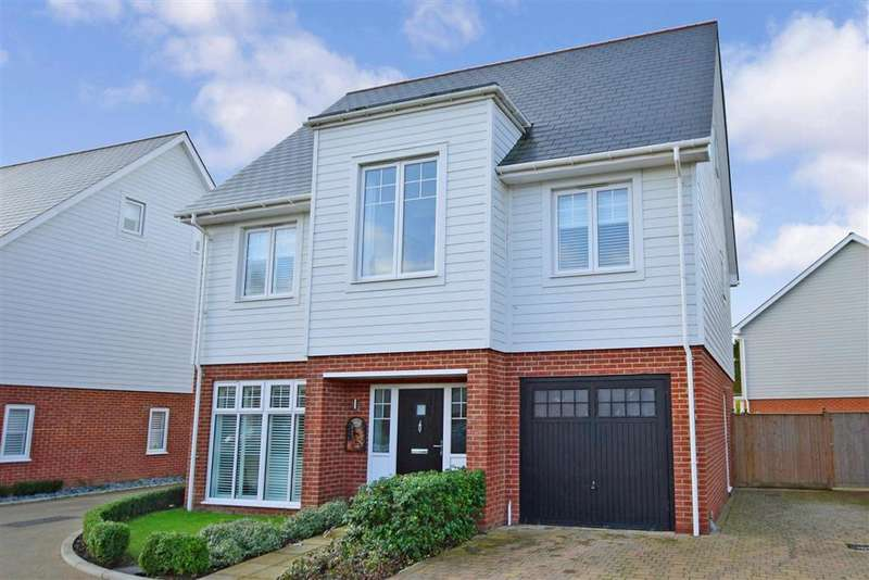 5 Bedrooms Detached House for sale in Primrose Close, , Holborough Lakes, Kent