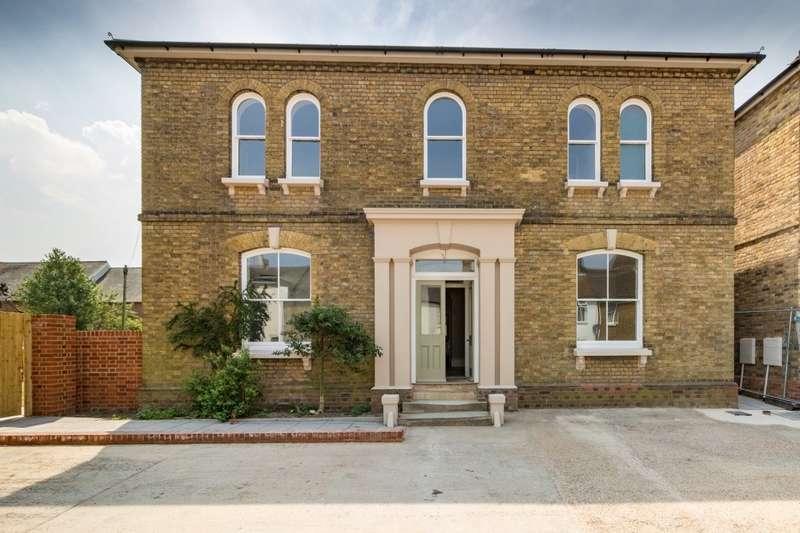 4 Bedrooms Detached House for sale in East Street, Faversham, Kent, ME13