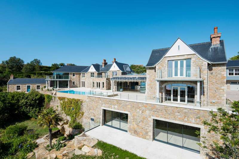 10 Bedrooms Manor House Character Property for sale in St Brelade