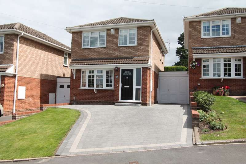 3 Bedrooms Link Detached House for sale in Tarry Hollow Road, Nr Kingswinford, Brierley Hill, DY5