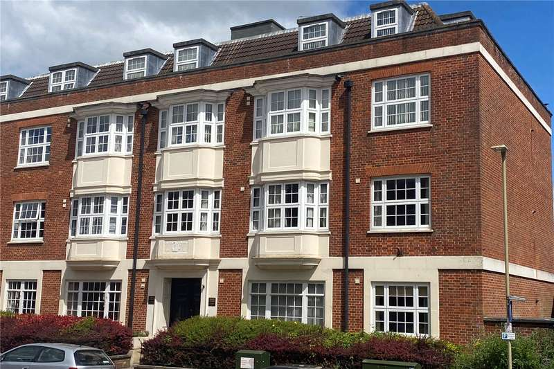 2 Bedrooms Flat for sale in Swan Court, Swan Street, Petersfield, Hampshire, GU32