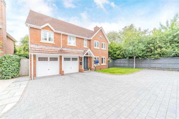 5 Bedrooms Detached House for sale in Rasset Mead, Crookham Village, Fleet