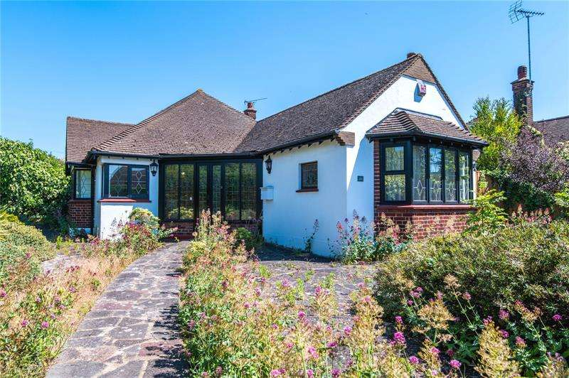 4 Bedrooms Bungalow for sale in Thorpe Hall Avenue, Thorpe Bay, Essex, SS1