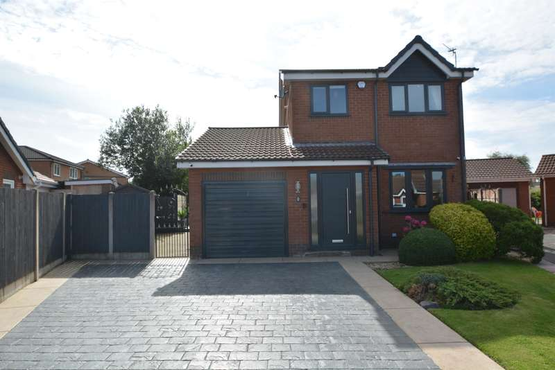 3 Bedrooms Detached House for sale in Dunbar Close, Blackpool, FY4 5ND