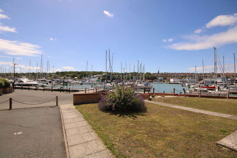 4 Bedrooms Detached House for sale in Britannia Way, East Cowes