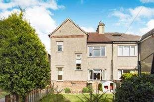 2 Bedrooms Maisonette Flat for sale in Harrow Gardens, Warlingham, .