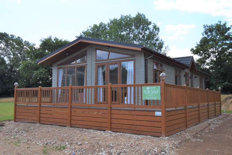 2 Bedrooms Mobile Home for sale in Yaxham