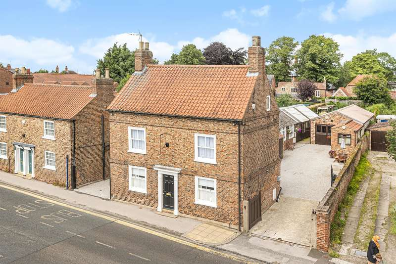 4 Bedrooms Detached House for sale in Front Street, Acomb, York, YO24 3BU
