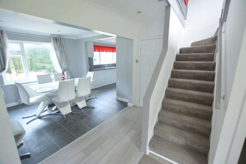 5 Bedrooms Detached House for sale in Greensleeves Avenue, Broadstone