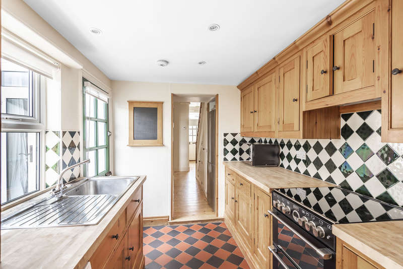 4 Bedrooms Terraced House for rent in Worplesdon Road, Guildford