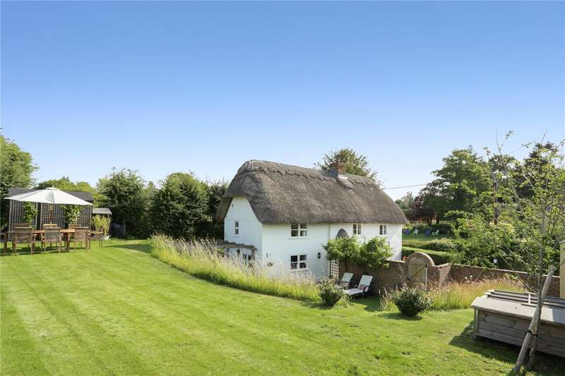 3 Bedrooms Detached House for sale in Easton Royal, Pewsey, Wiltshire, SN9