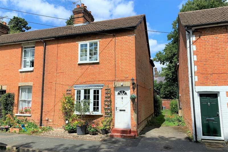 2 Bedrooms Semi Detached House for sale in Connaught Road, BAGSHOT, Surrey