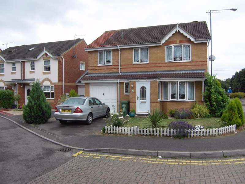 4 Bedrooms Detached House for rent in Mylne Close, Cheshunt, Hertfordshire