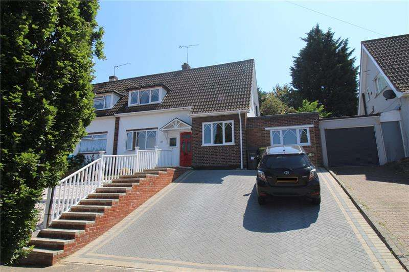 3 Bedrooms Bungalow for sale in Love Lane, Rayleigh, Essex, SS6
