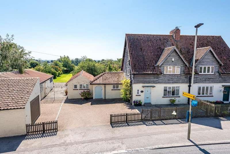 3 Bedrooms Semi Detached House for sale in 10 Town Street, Old Malton, Malton, YO17 7HB
