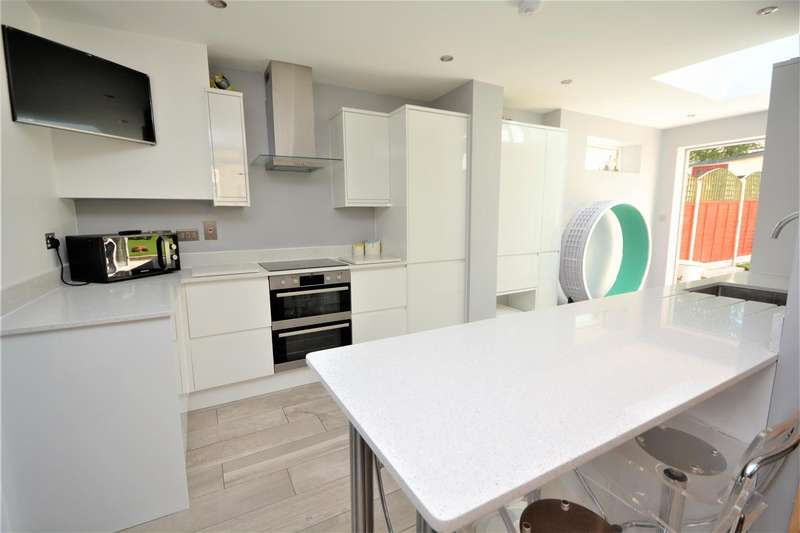 3 Bedrooms House for sale in Peterborough Road, Carshalton, SM5