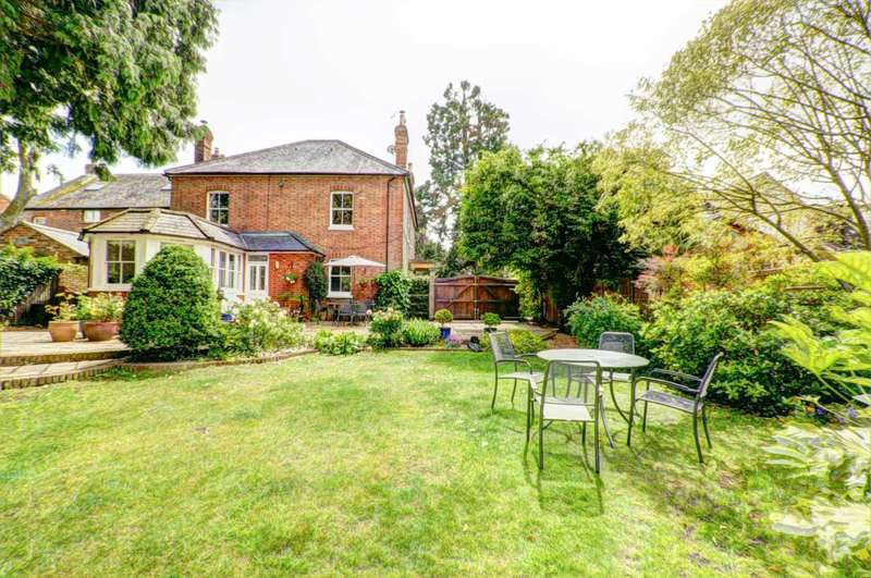 4 Bedrooms Country House Character Property for sale in Chinnor Village - Stunning