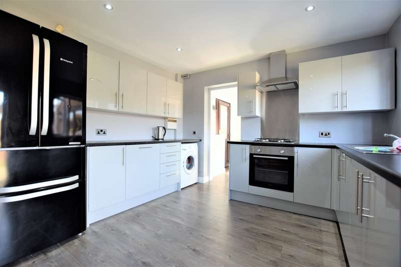 4 Bedrooms Semi Detached House for sale in Askrigg Close, Blackpool