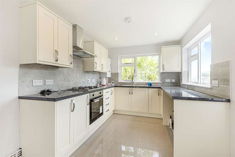 3 Bedrooms Terraced House for sale in Benets Road, Hornchurch, RM11 3PT