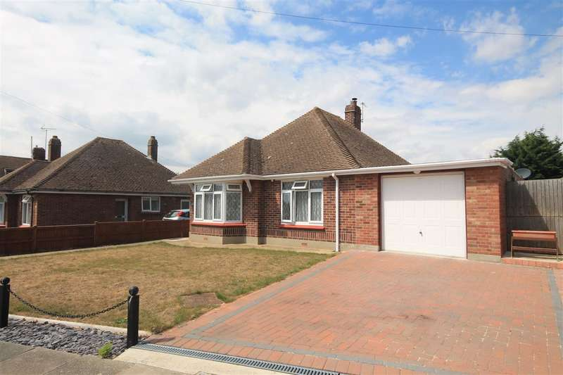 3 Bedrooms Bungalow for sale in Kings Road, Clacton on Sea