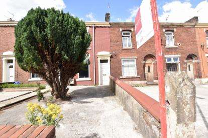 4 Bedrooms Terraced House for sale in Maple St, Bastwell, Blackburn, Lancs