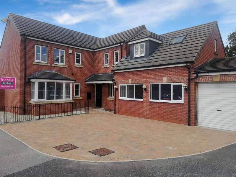 4 Bedrooms Detached House for sale in Southlands Close, South Milford, Leeds