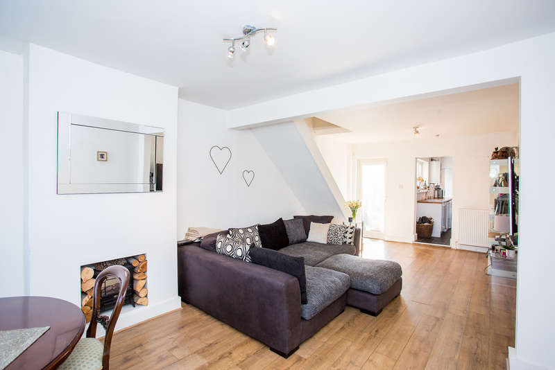 2 Bedrooms Cottage House for sale in Apsley, Hemel Hempstead