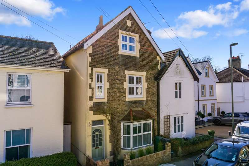 4 Bedrooms House for sale in Holmesdale Rd, RH2