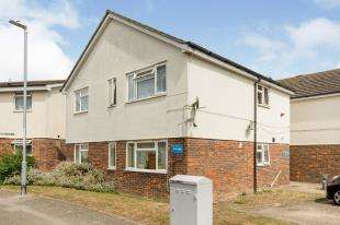 2 Bedrooms Flat for sale in Vine Lodge, 74 Vine Close, Ramsgate, Kent