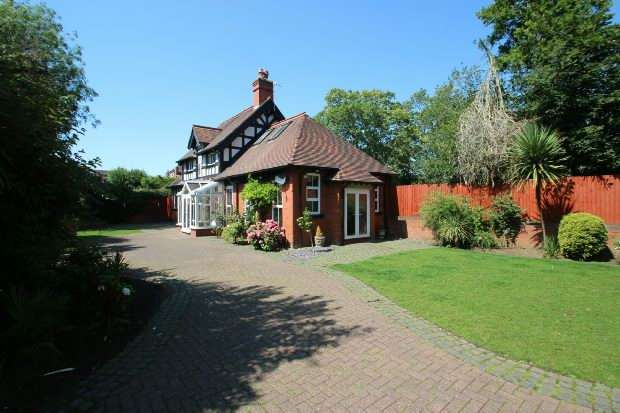 3 Bedrooms Detached House for sale in Woodbourne Road, SALE