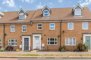 3 Bedrooms Terraced House for sale in Plover Road, Sheerness, Sheppey, Kent