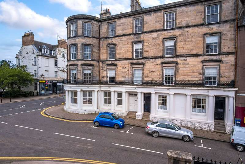 3 Bedrooms Apartment Flat for sale in Flat 1, 2 Charlotte Place, Perth, Perthshire, PH1