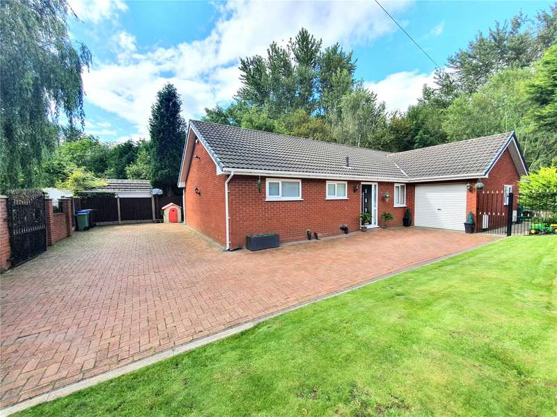 4 Bedrooms Detached Bungalow for sale in Green Lane, Leigh, Greater Manchester, WN7