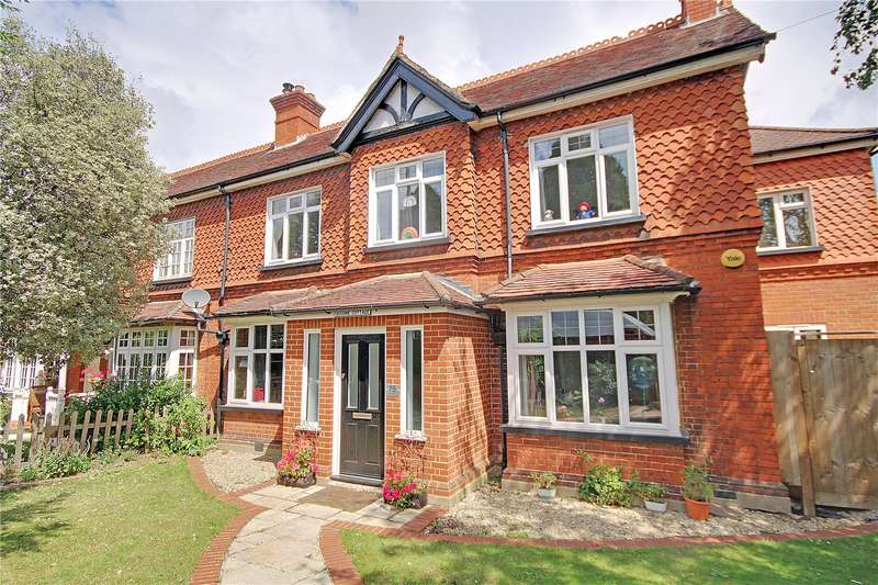 4 Bedrooms Semi Detached House for sale in Eastworth Road, Chertsey, Surrey, KT16